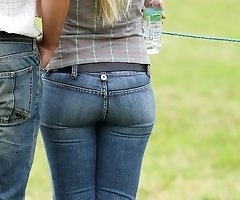 Tight jeans babes spied in crowd