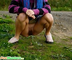 See a yummy skinny lass do the pee-pee alfresco